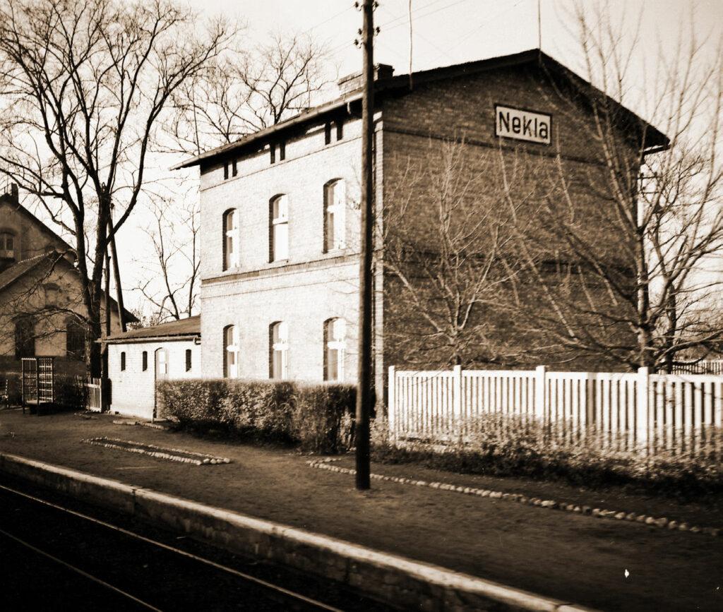 Służbowy dom mieszkalny Walkowiaków na stacji kolejowej w Nekli (Starczanowie)