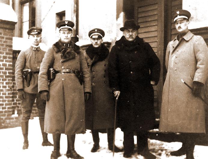 Na froncie północnym powstania - od prawej T. Fenrych i K. Grudzielski, Z. Skórzewski, NN, ppor. Stanisław Grabianowski