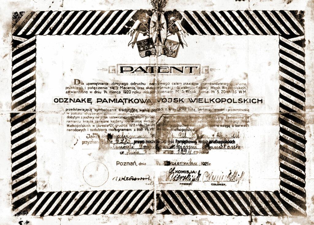 Patent poświadczający uczestnictwo w Powstaniu Wielkopolskim i zezwalający na używanie odznaki Wojsk Wielkopolskich. Na jego odwrocie doklejony był opis przebiegu służby.