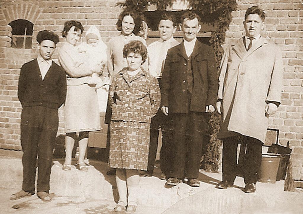 Stanisław Gromadziński z rodziną w Skarboszewie.