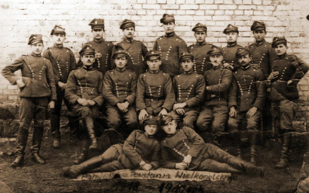 Stefan Orłowski siedzi drugi od lewej (zdjęcie udostępnił Remigiusz Maćkowiak)