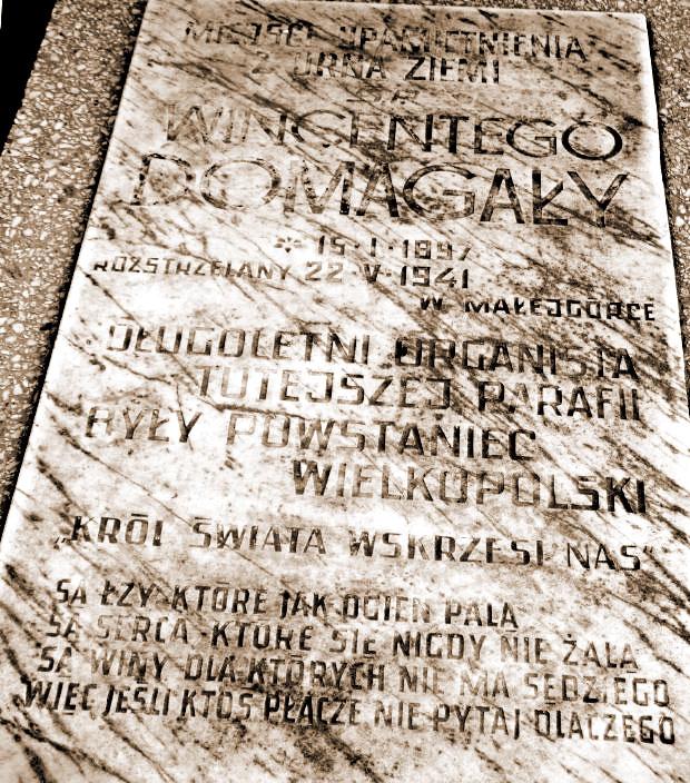 Symboliczny nagrobek Wincentego Domagały w Modliszewku ufundowany przez córkę Izabelę