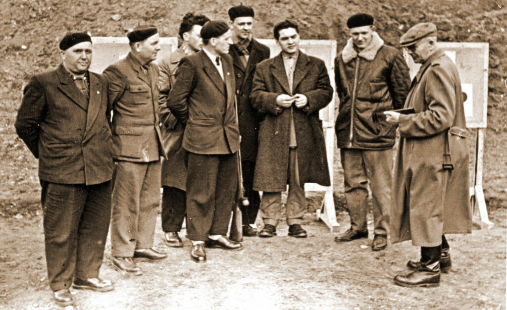 Antoni Ciszak - prowadzi strzelanie (zdjęcie udostępnił Remigiusz Maćkowiak)
