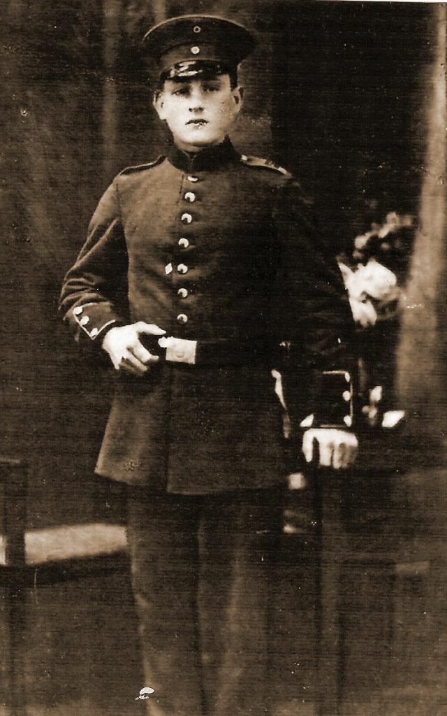 sierżant Franciszek Hałas w Lyon (Francja)  (zdjęcie udostępniła Bożena Hałas)