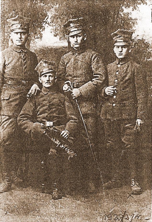 Pierwszy z prawej Franciszek Hałas, kresy wschodnie rok 1921 (zdjęcie udostępniła Bożena Hałas)