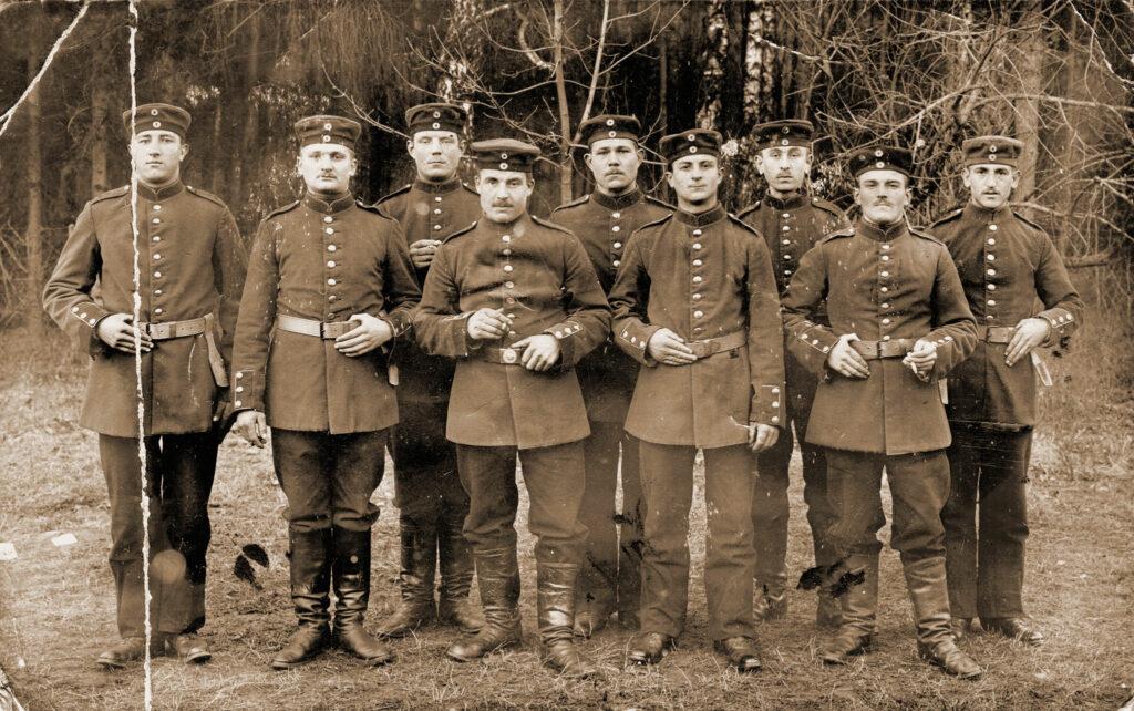 Ignacy Bilski (piąty od lewej) (zdjęcie udostępnił Remigiusz Maćkowiak)