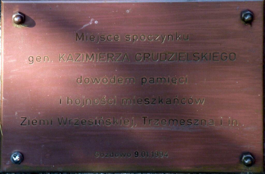 Kazimierz Grudzielski - grobowiec w Gozdowie (zdjęcie Remigiusz Maćkowiak)
