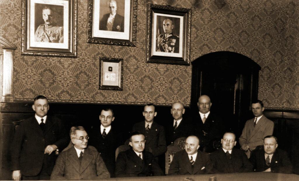 Wacław Sołtysiak (siedzi drugi od lewej) (zdjęcie udostępnił Remigiusz Maćkowiak)