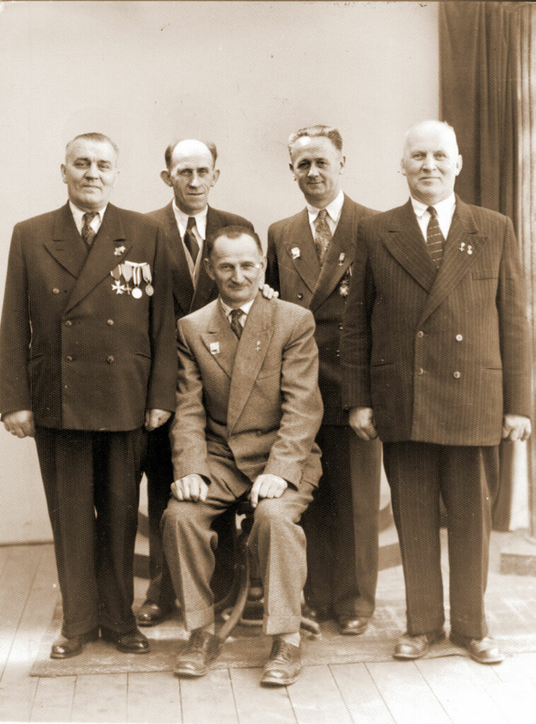 Od lewej: Feliks Kosmala, Borowiecki, NN, Piotr Smoczyński, siedzi Kramer