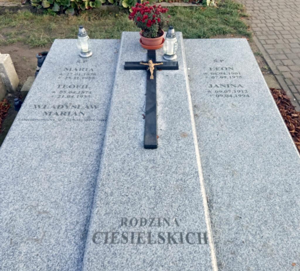 Leon Ciesielski - cmentarz parafialny we Wrześni (zdjęcie udostępnił Remigiusz Maćkowiak)