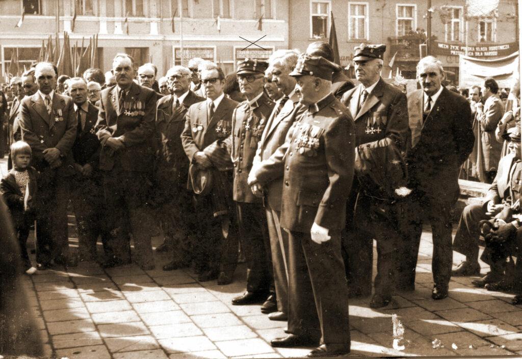 Wrzesińscy weterani w tym powstańcy wielkopolscy. Zaznaczony Nikodem Bindulski