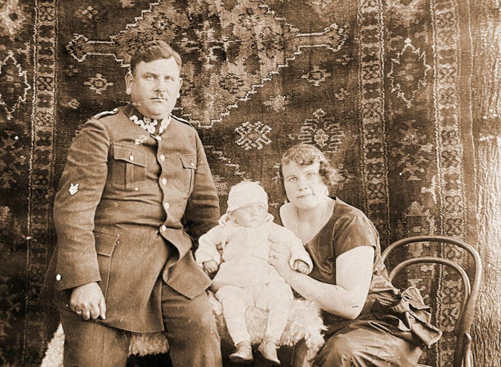 Ludwik Patyk z żoną i synem Zdzisławem (zdjęcie udostępnił Remigiusz Maćkowiak)