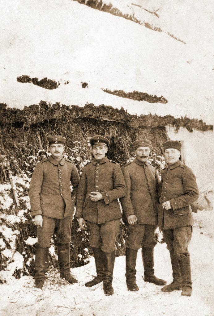 Piotr Szczepaniak (drugi od lewej) w czasie I wojny światowej
