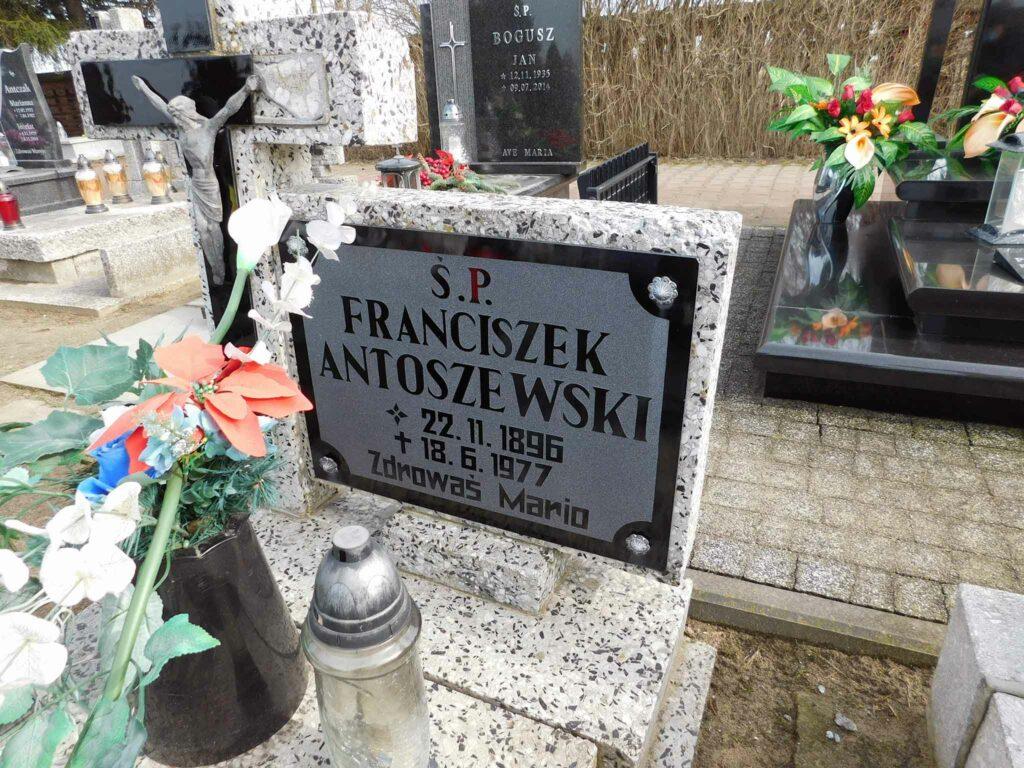 Franciszek Antoszewski - cmentarz w Miłosławiu (zdjęcie udostępnił Remigiusz Maćkowiak)