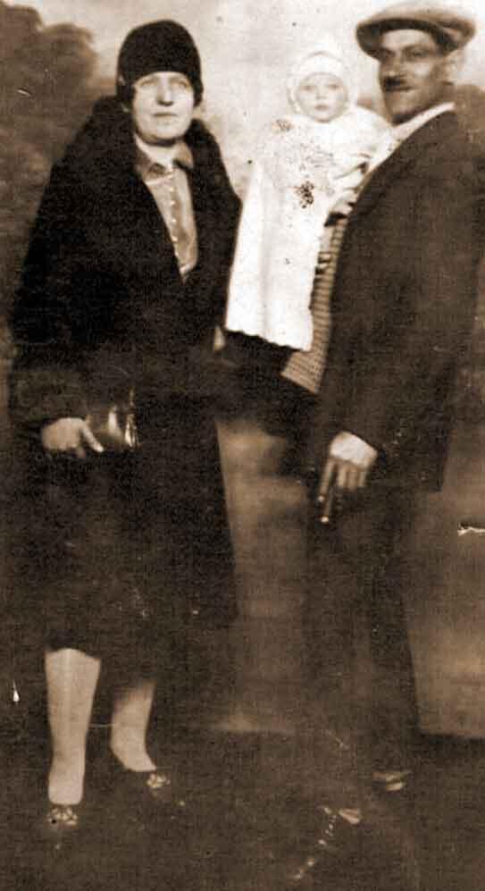 Zofia i Wincenty Skrzypkowski z synem, zdjęcie zrobione we Francji (zdjęcie pochodzi ze strony http://historia.orzechowo.org/index.php/historia/powstanie-wielkopolskie/powstancy-wielkopolscy-z-orzechowa/)