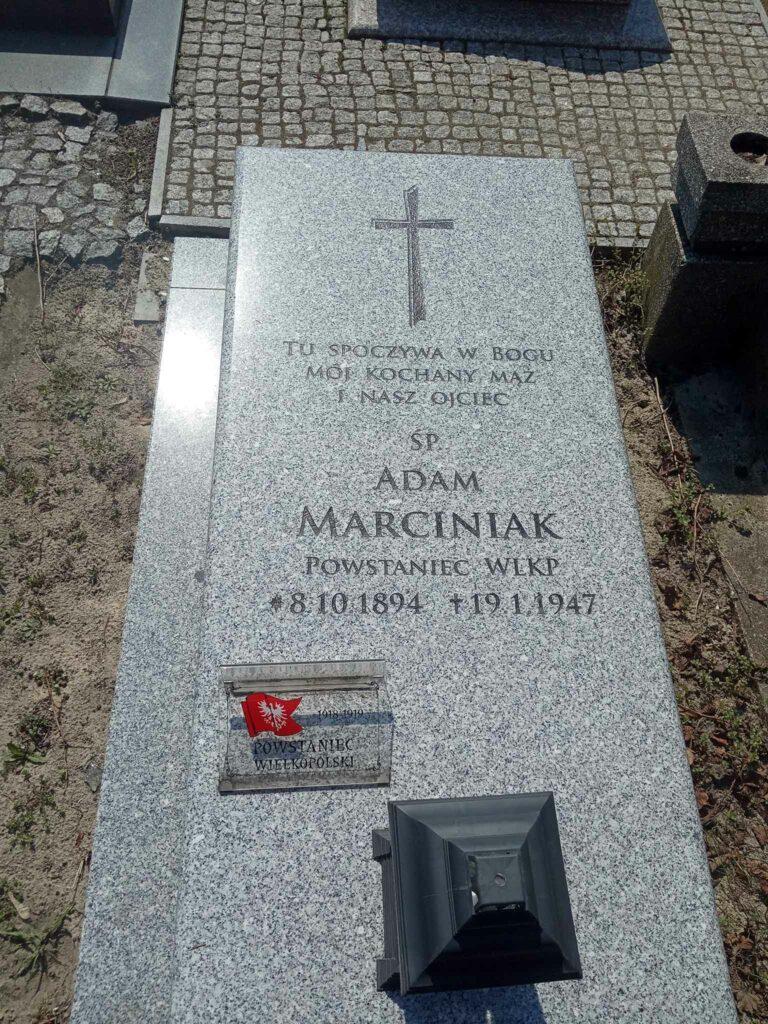 Adam Marciniak - cmentarz parafialny w Strzałkowie (zdjęcie udostępnił Remigiusz Maćkowiak)