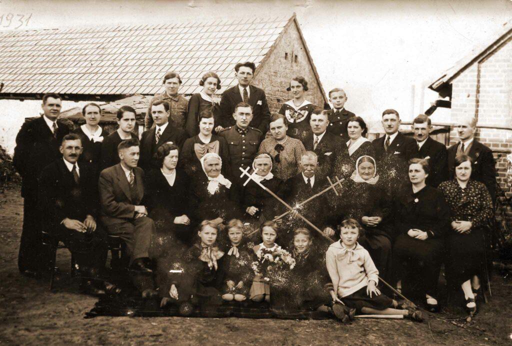 Antoni Sobczak (drugi od prawej) (zdjęcie udostępnił Remigiusz Maćkowiak)