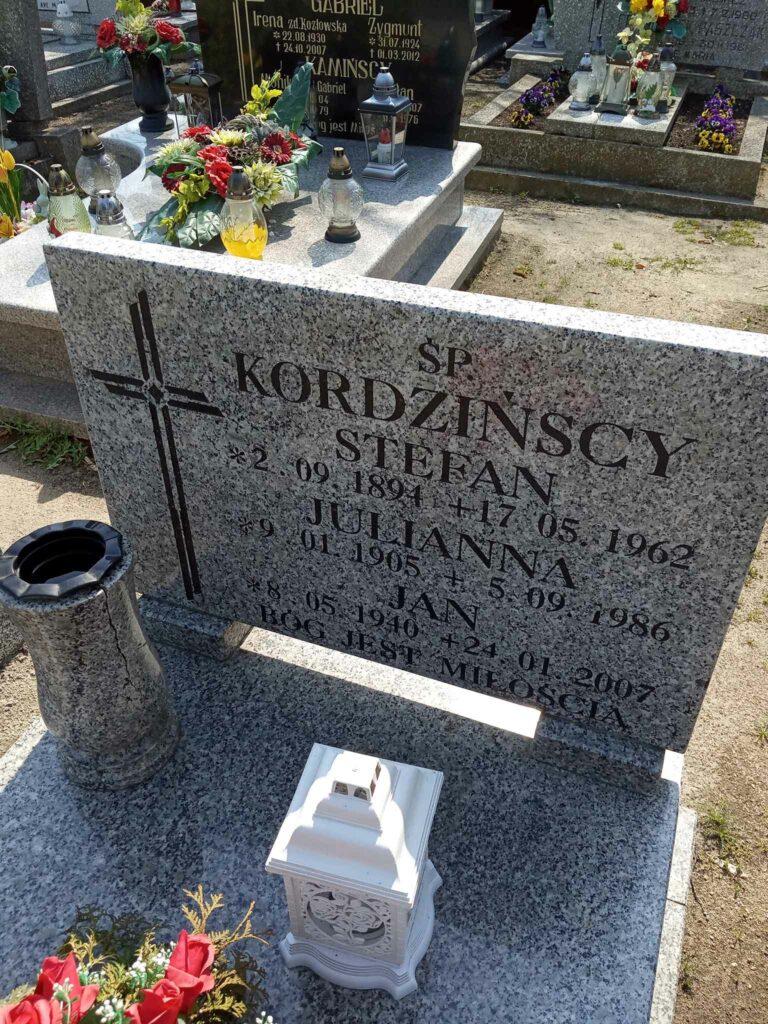 Stefan Kordziński - cmentarz parafialny w Strzałkowie (zdjęcie udostępnił Remigiusz Maćkowiak)