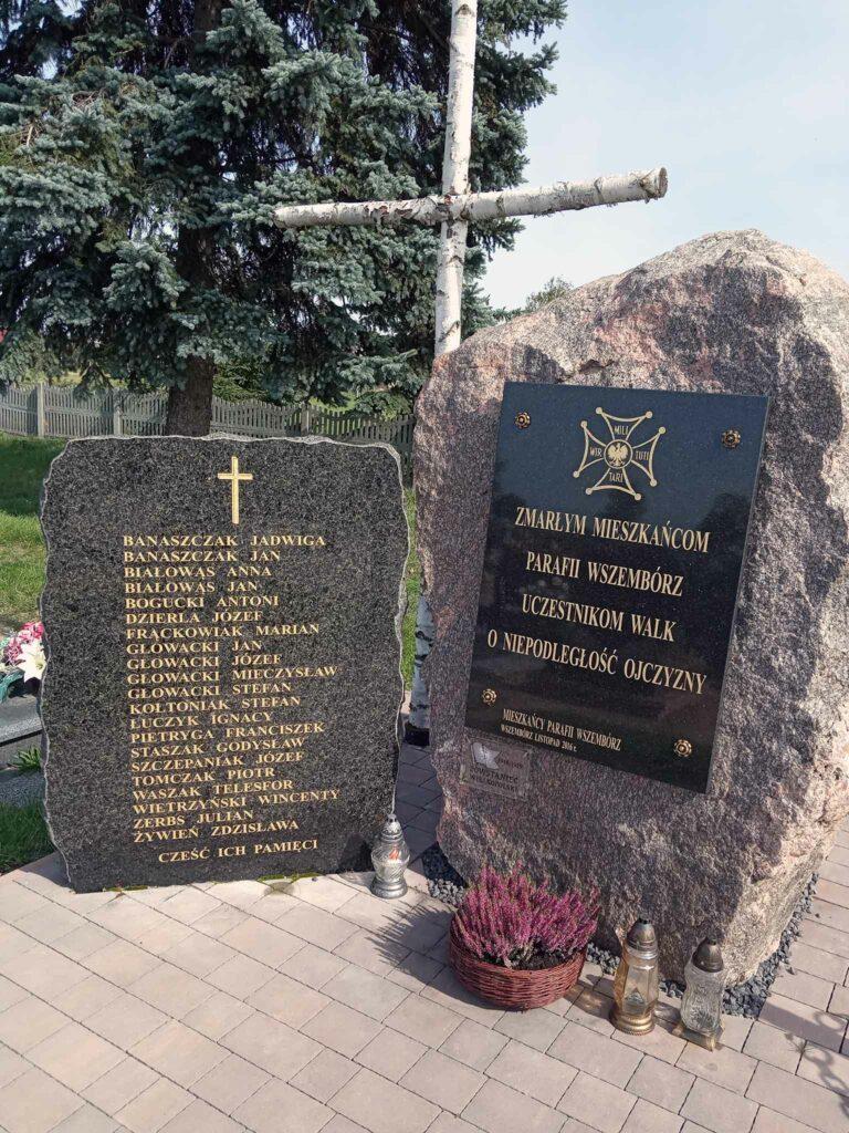 Wszembórz - pamiątkowy obelisk na cmentarzu parafialnym