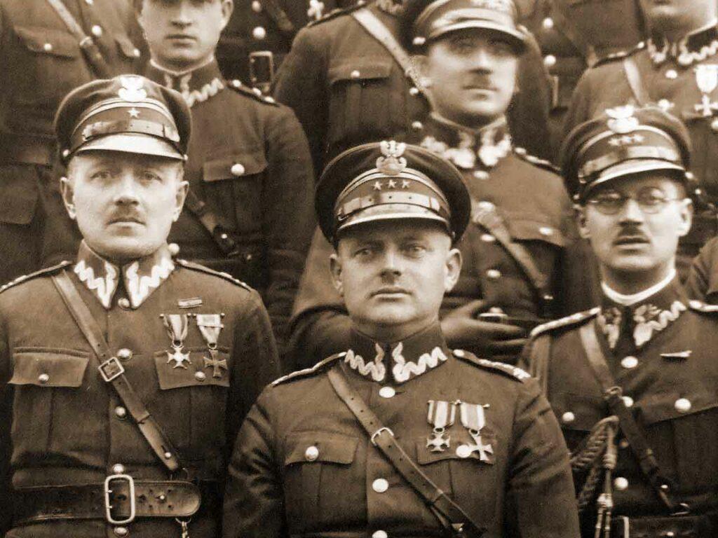 Wincenty Nowaczyński z oficerami